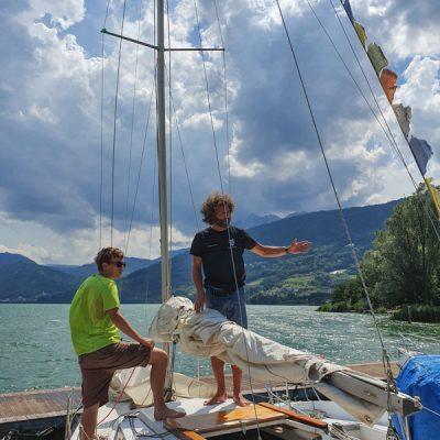 In vliegende vaart leren zeilen op het Caldonazzo-meer