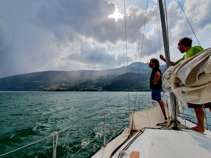 Zeilen op het Caldonazzomeer
