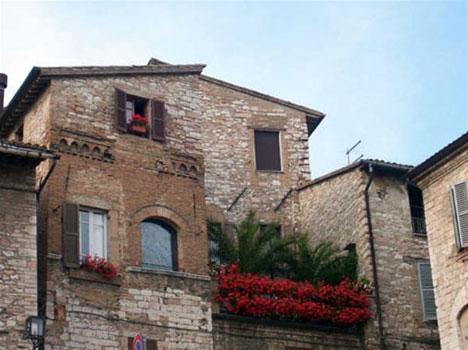 Een bloeiend balkon in Assisi