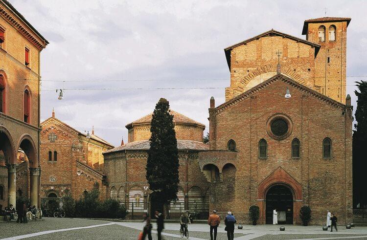 Bologna Piazza Santo Stefano© Foto Archivio APT Emilia Romagna