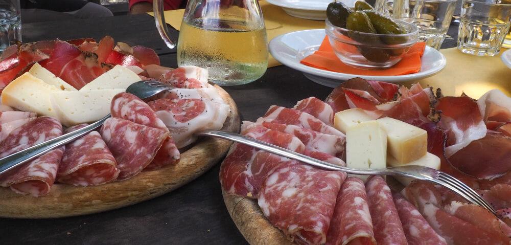 Lunchpauze bij Rifugio Al Bedole