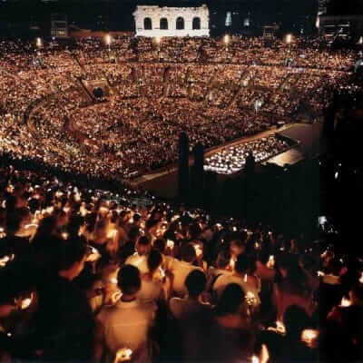 Kaarsjes in de Arena van Verona
