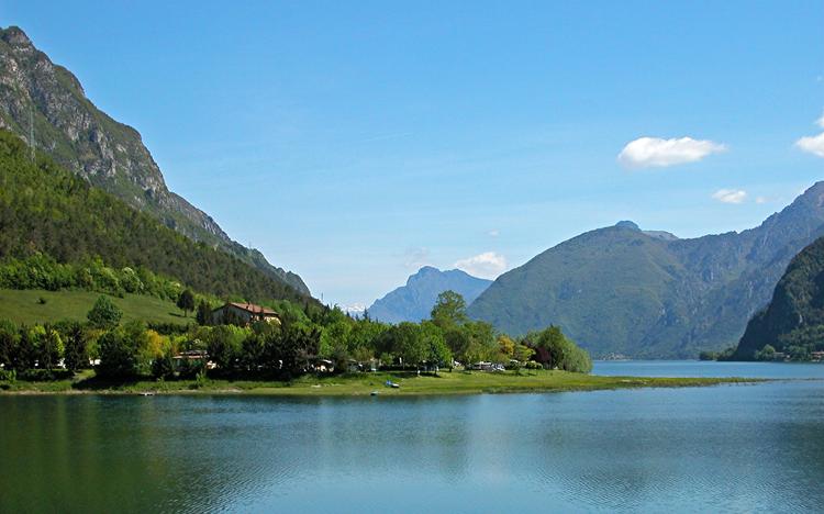 Idromeer Lago d'Idro, in het zuidwesten