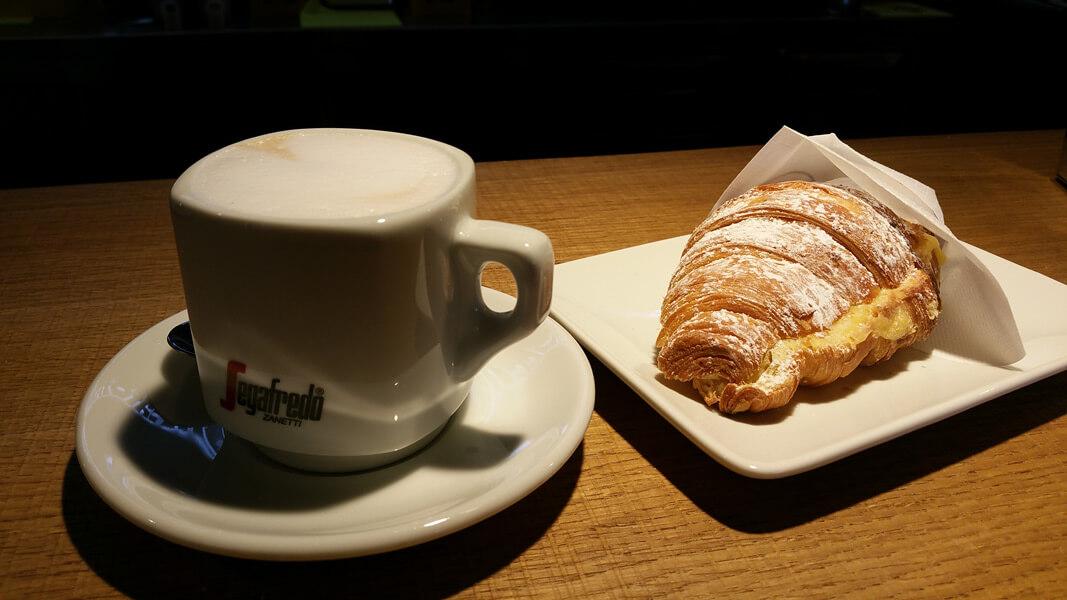 Einde voor cappuccino en brioche door Starbucks? © Claudia Zanin