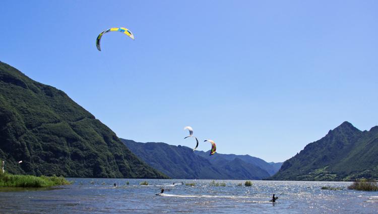Kitesurfen bij Idro meer