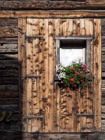 Veel houten gevels in Livigno © Claudia Zanin