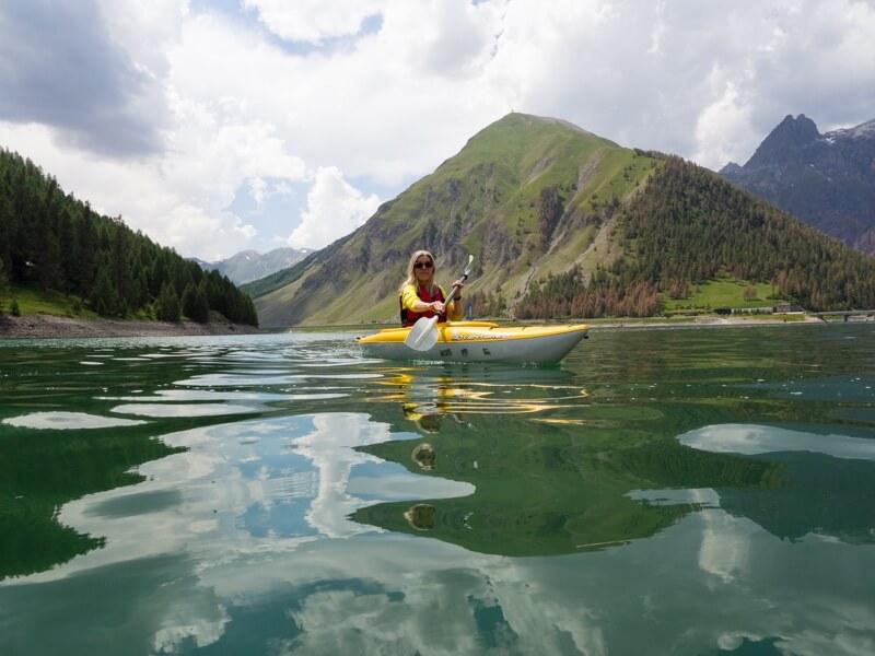 Kayakken op Lago di Livigno © Claudia Zanin