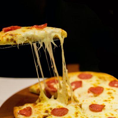 Op welk moment doe je mozzarella op je pizza?