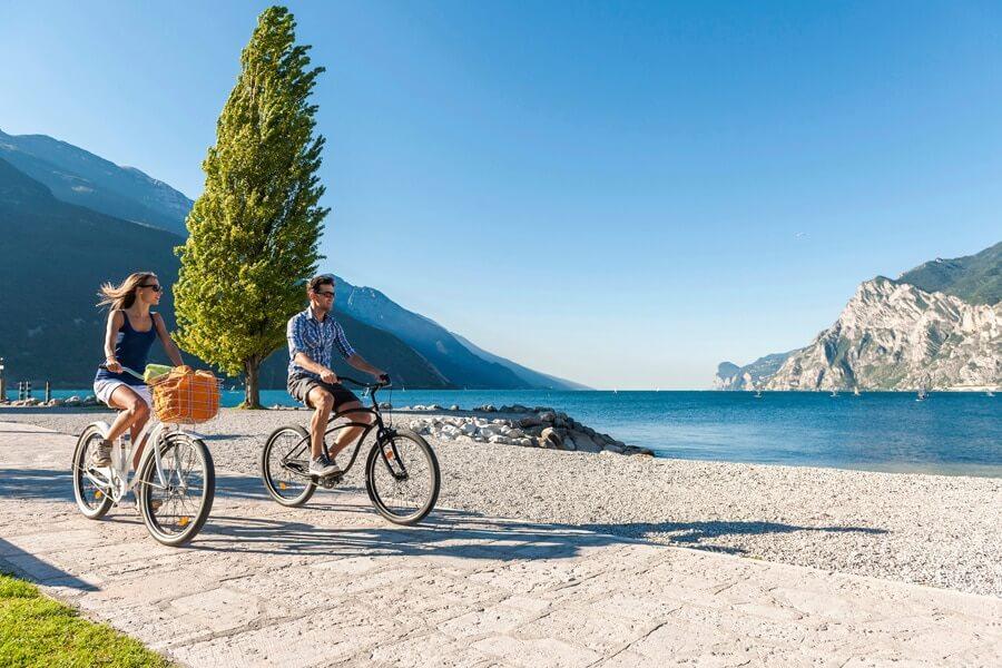 fietsen noordkant gardameer © Ronny Kiaulehn
