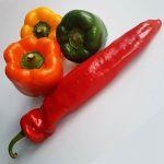 gele, oranje, groen paprika plus rode puntpaprika