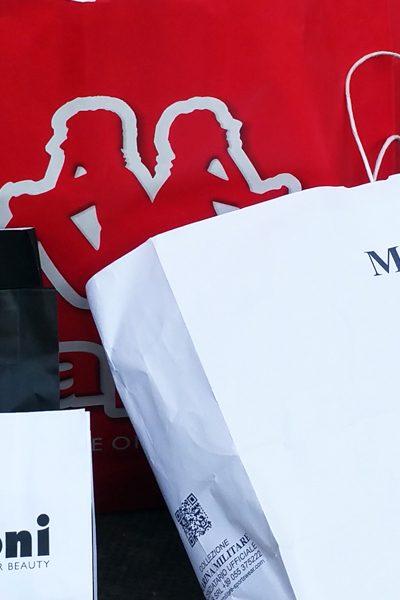 Shoppen tijdens de uitverkoop in Italië © Claudia Zanin