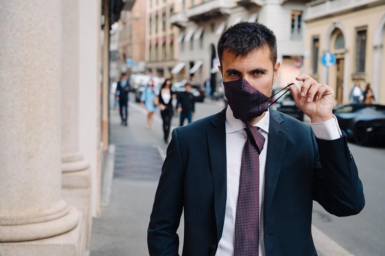 stropdas met geïntegreerd mondmasker
