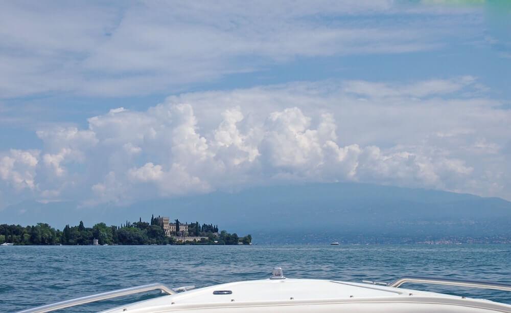 uitzicht vanaf de boot op het Gardameer © Claudia Zanin