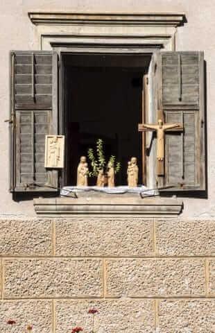 Ortisei staat bekend om het houtsnijwerk © Claudia Zanin