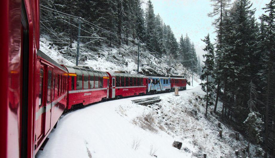 Bernina Express in de sneeuw © Claudia Zanin