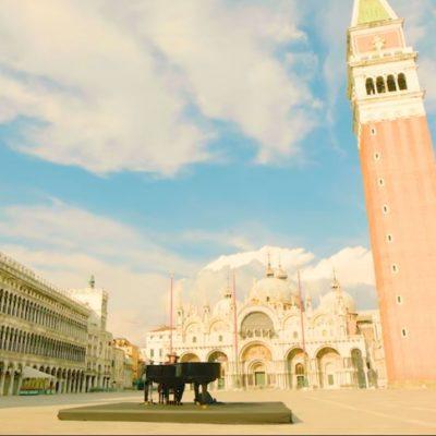 Optreden Zucchero op leeg San Marco plein