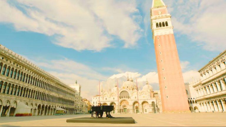 Optreden Zucchero Venetie, leeg San Marco plein
